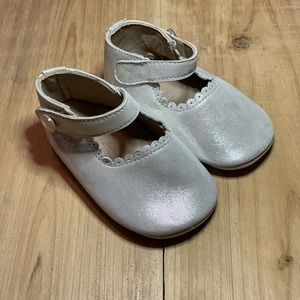 🤍 Silver baby girl shoes! 4